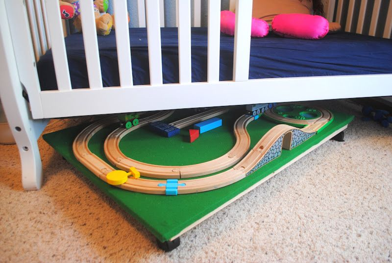 Diy train bedroom for kids train table tutorials and bedrooms for Toddler train bedroom