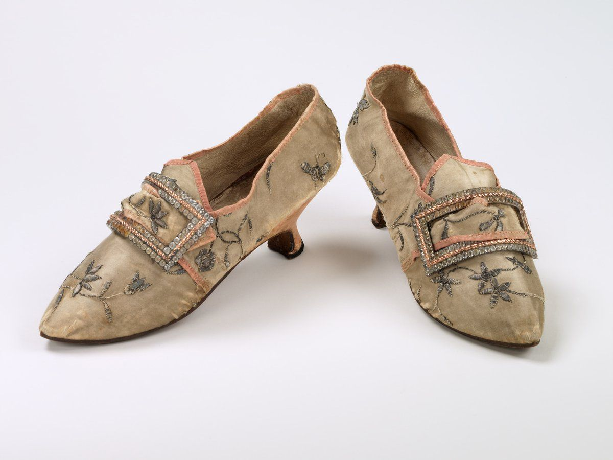 "Bata Shoe Museum on Twitter: ""This #throwbackthursday features buckles! In the middle of the 17th century, buckles replaced ribbons as the stylish way to keep shoes on. https://t.co/4qONKeGIaD"""