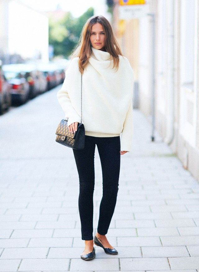 Oversized White Sweater + Black Skinny Jeans + Black Accessories