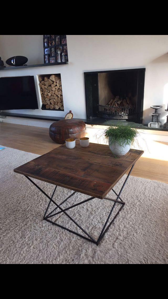 Onze vierkante koffietafel