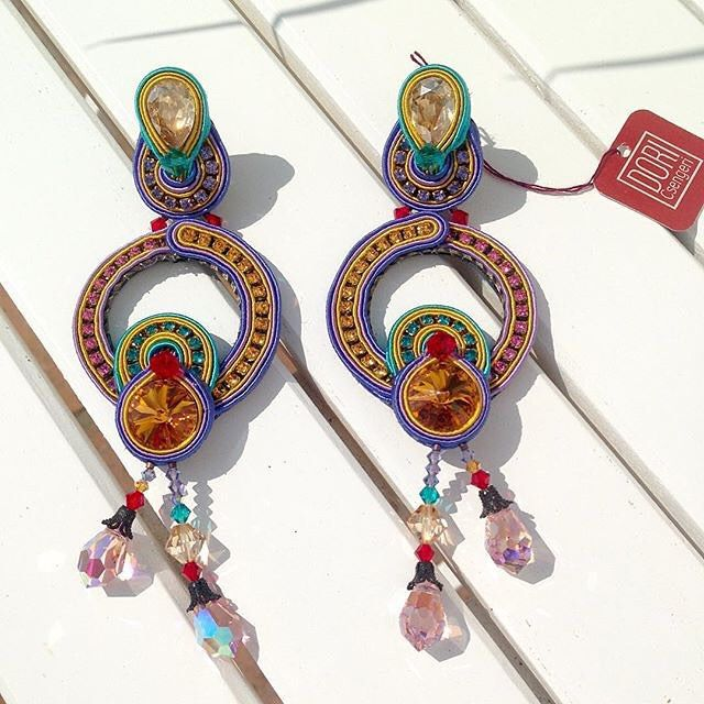 Just be happy @calanit_sotogrande #earrings #jewelry #accessory #colors #fun #happy #statmentearrings #statment