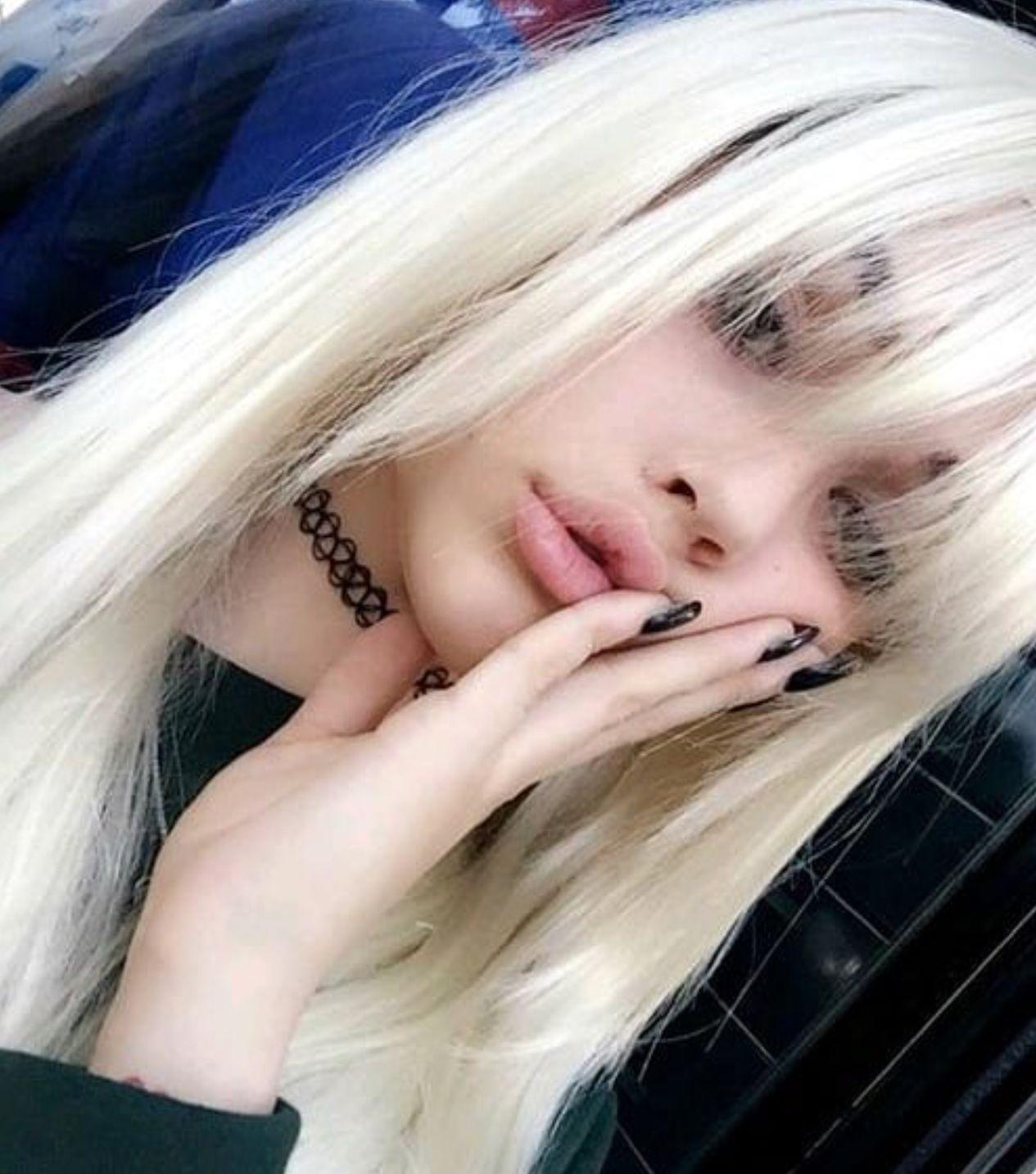 Maggie Lindemann Blonde Hair And Fringe Blonde Hair Girl Brown
