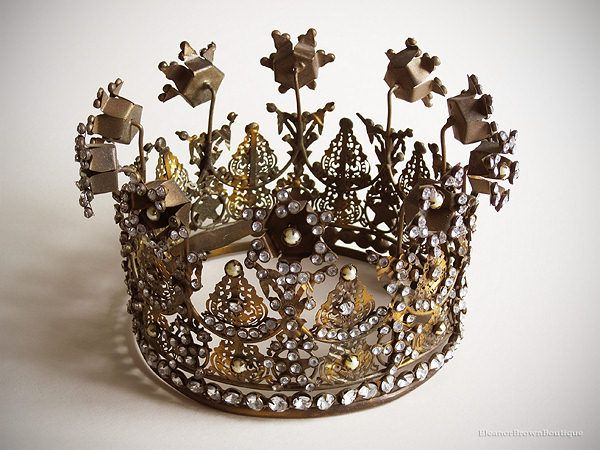 Flowered Santos crown