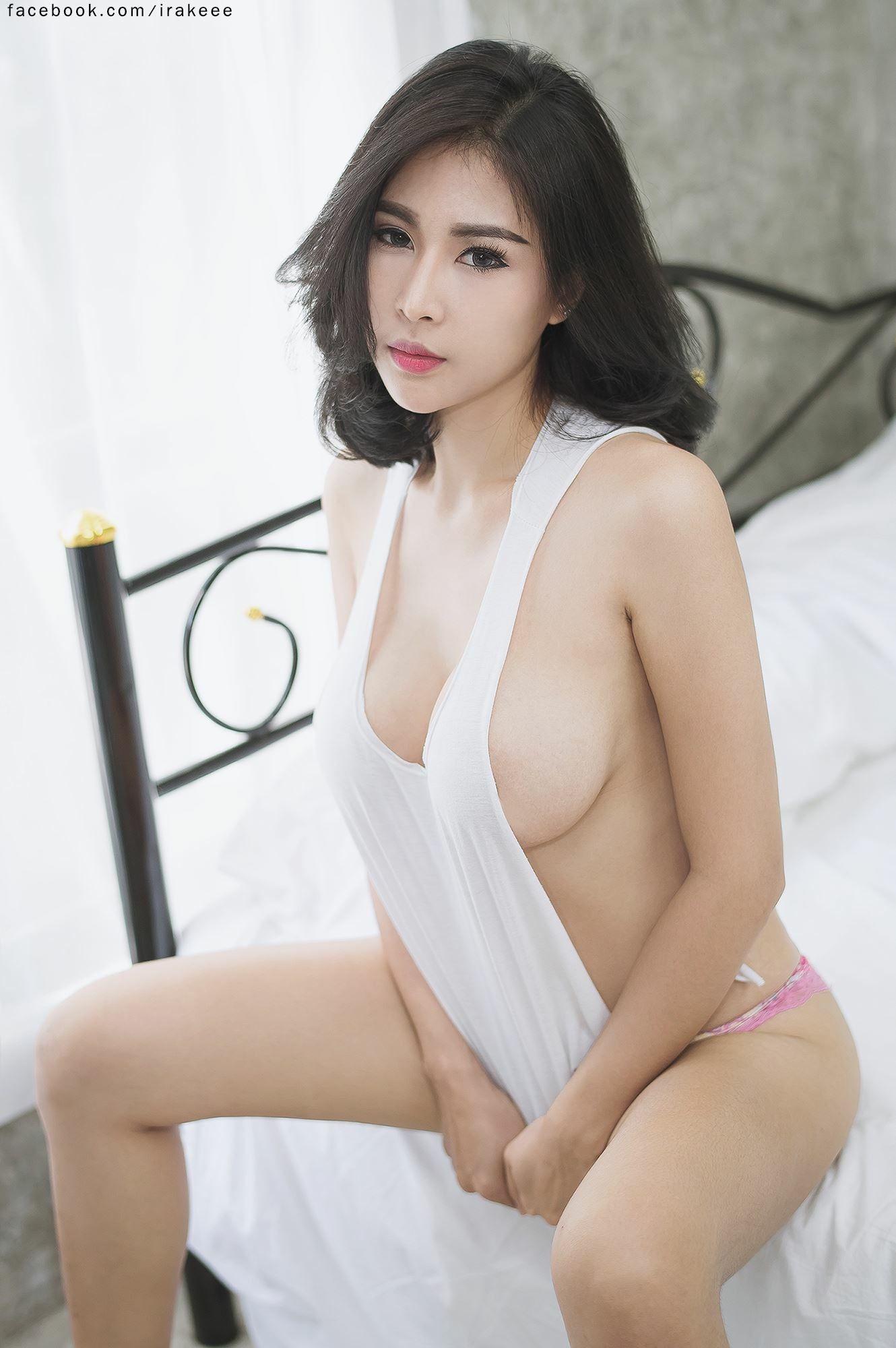sexy nude oriental women
