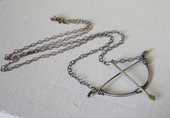 elven 1.5cm archery Silver coloured bow and arrow pendant