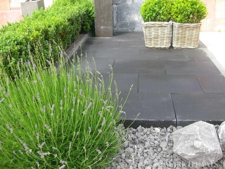 Stenen voor in de tuin tuintegels zwarte tegels terrastegels tuin en terras for Tuin decoratie met stenen