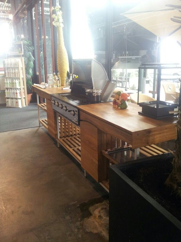 Boretti outdoor kitchen made by youngwoodsnl boomstam tafels