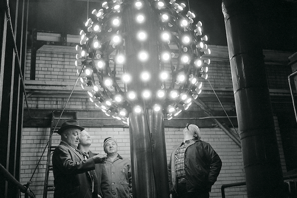 A Ball Of A Time A History Of The New Year S Eve Ball Drop New Years Ball New Years Eve Ball New Year S Eve Times Square