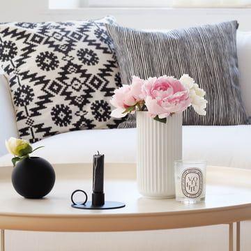 Edles Wohnzimmer In Weiß Mit Schwarzen Aktenzen Bei Svenjau0027s Traumzuhause |  Wohnen | Pinterest
