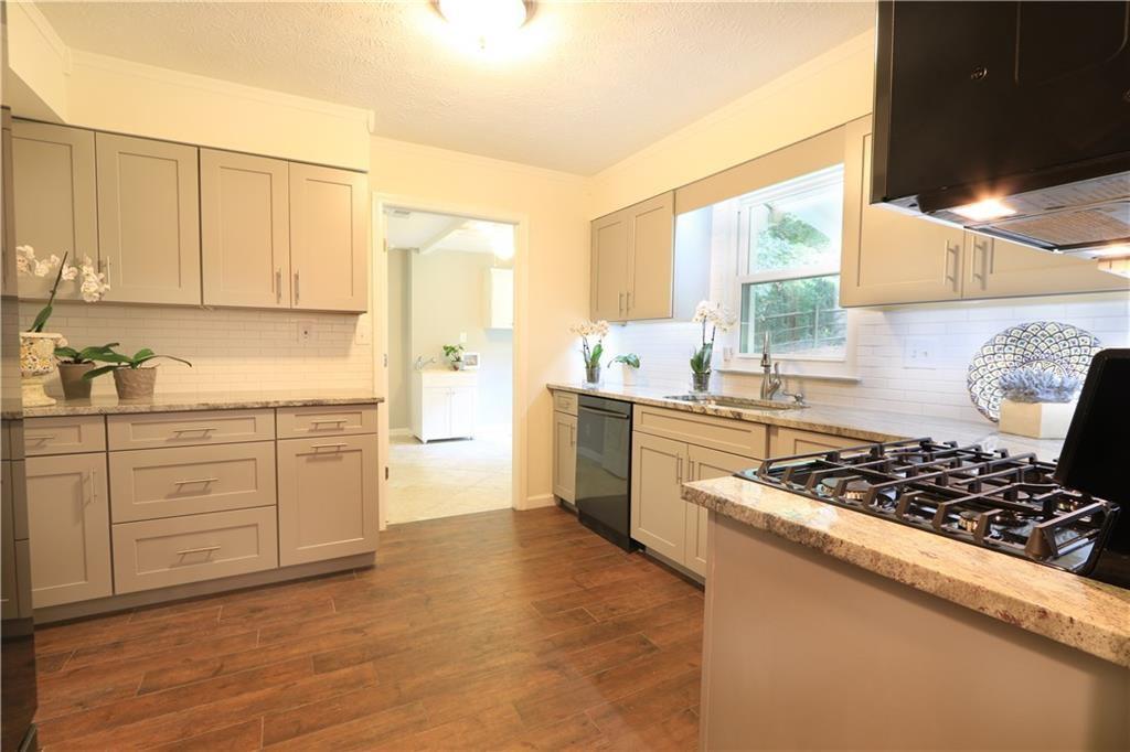 2101 Bishop Creek Dr Marietta Ga 30062 Zillow Kitchen Cabinets Kitchen Home Decor