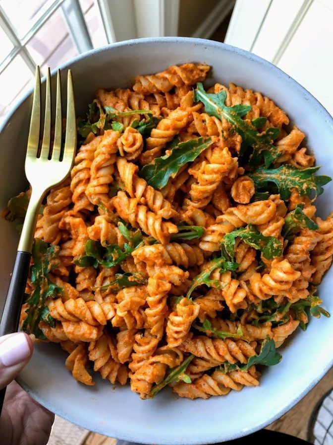 Roasted Red Pepper Romesco Sauce is the perfect vegan sauce for easy weeknight meals! #easymeals #weeknightdinner #vegan #pastadishes
