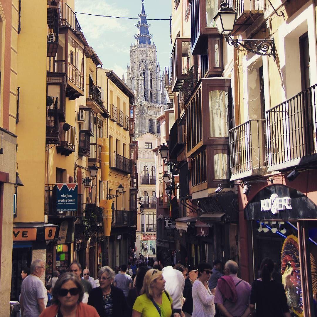 [Toledo Spain] On my way to Tolddo Cathedral. 톨레도 대성당을 보러가는 길에서. 좁은 골목사이 빼꼼히 보이는 아름다움.  #톨레도#스페인#여행#toledocathedral#toledo#spain#europe#travel by youngpark5279