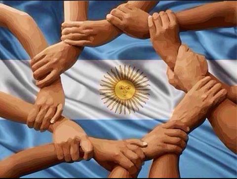 Unidos en este MUNDIAL 2014!!! Que lo que une el futbol, no lo rompa la política!!!