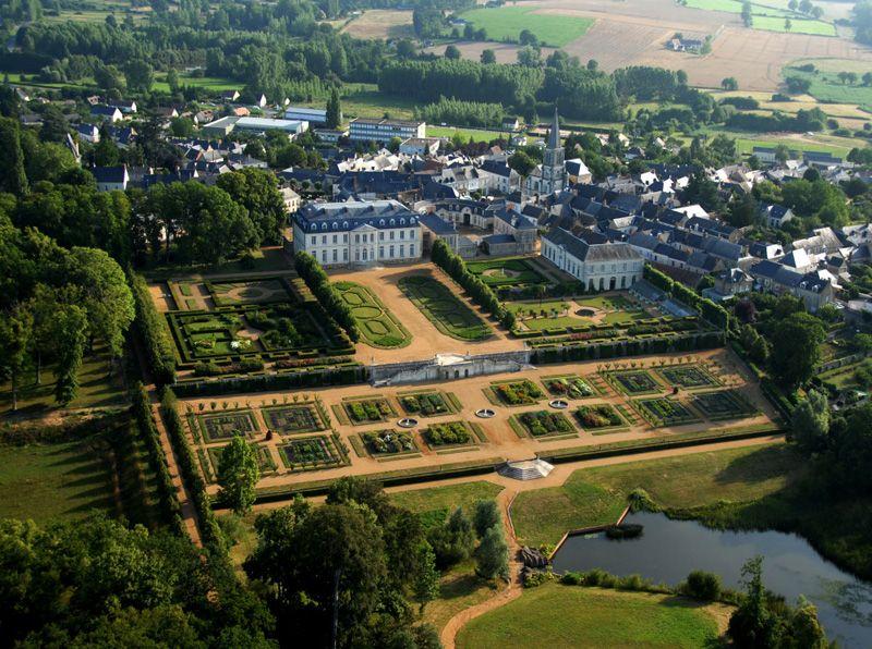 Bourg, Château du grand Lucé et ses jardins