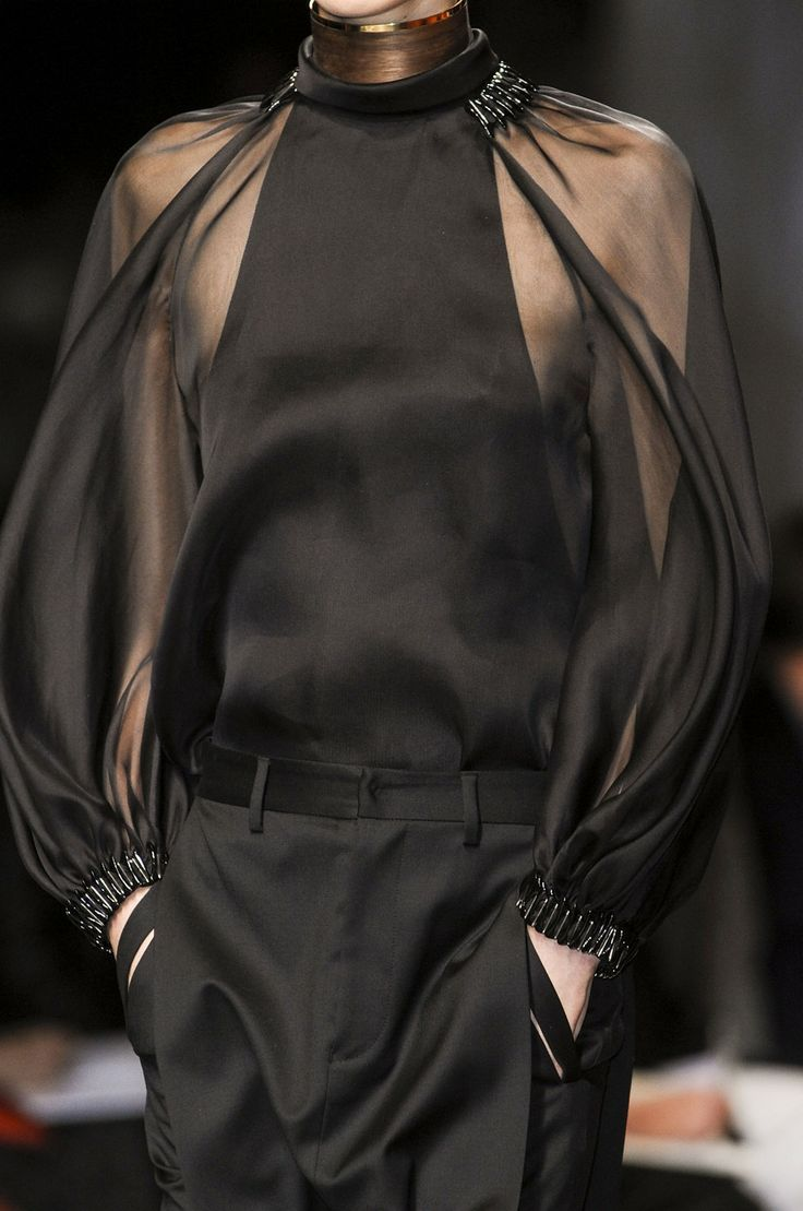 Givenchy Spring 2013 (Raglan Sleeve) This style of sleeve has gained popularity in recent…
