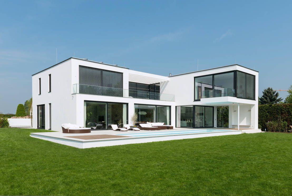 Moderne luxusvilla deutschland  Moderne Villa mit verrücktem Balkon | Düsseldorf, Nähe und Moderne ...