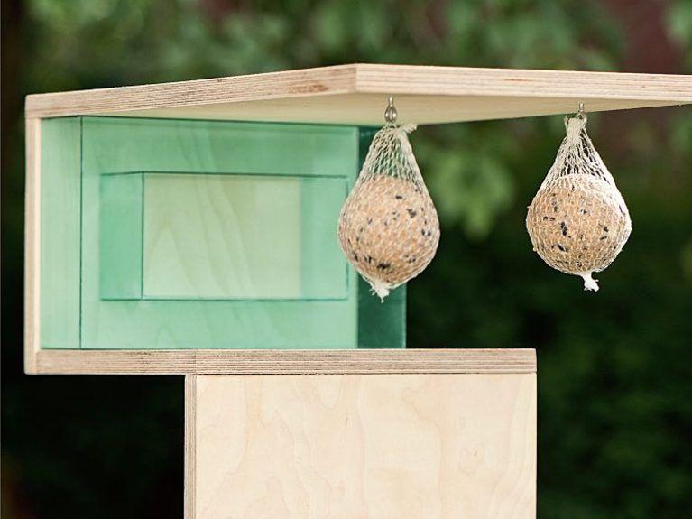 diy-anleitung: vogelhaus aus holz und acrylplatten bauen via, Garten und erstellen