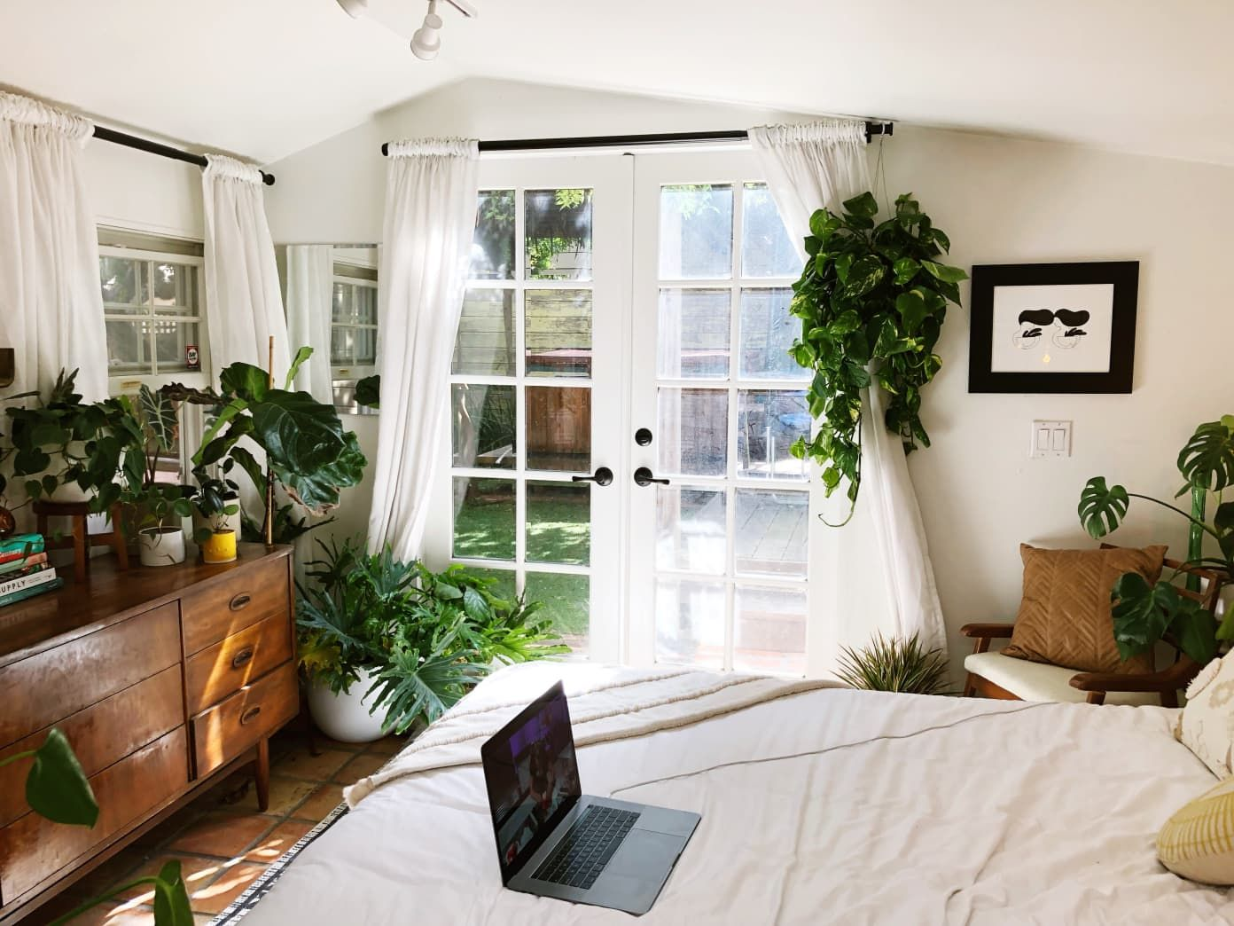 Even Though It's Tiny, This 250-Square-Foot Studio Cottage Is Stylish