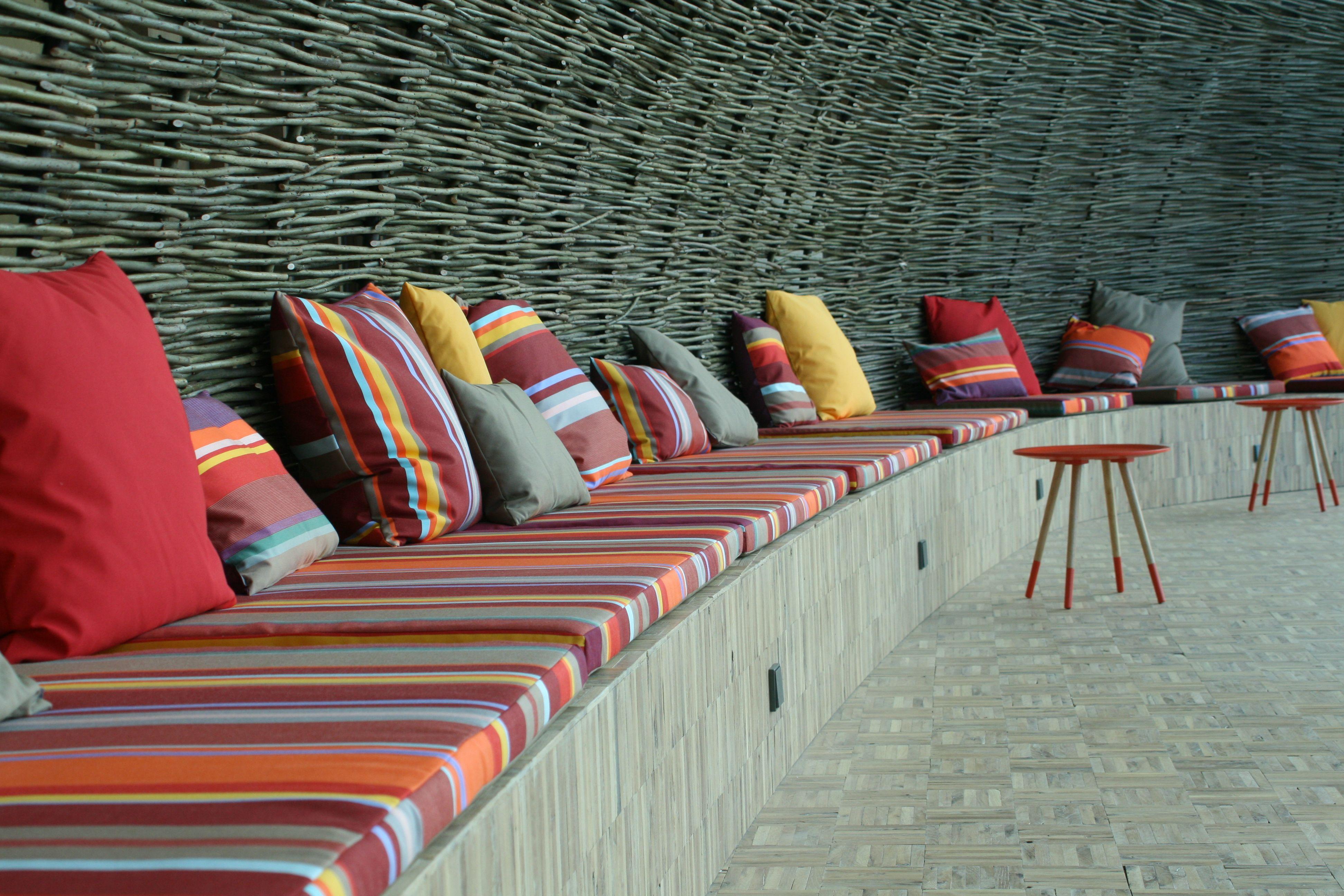 Stoffen Voor Kussens : Relax ruimte in bedrijfspand met beach look & feel. loungebank
