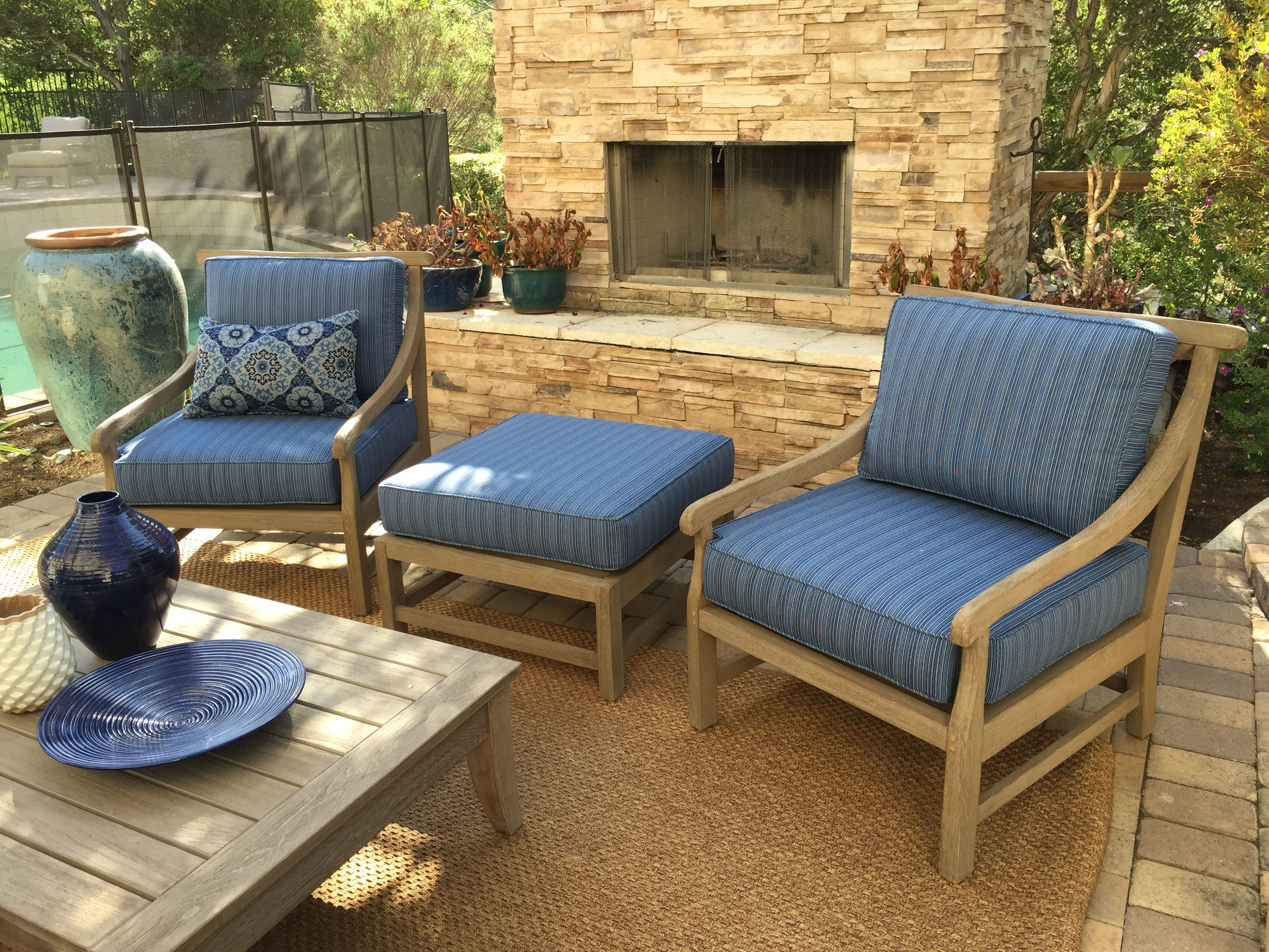 2 Outdoor Chairs 1 Ottoman