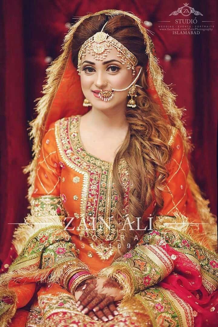 beautiful mehandi bride