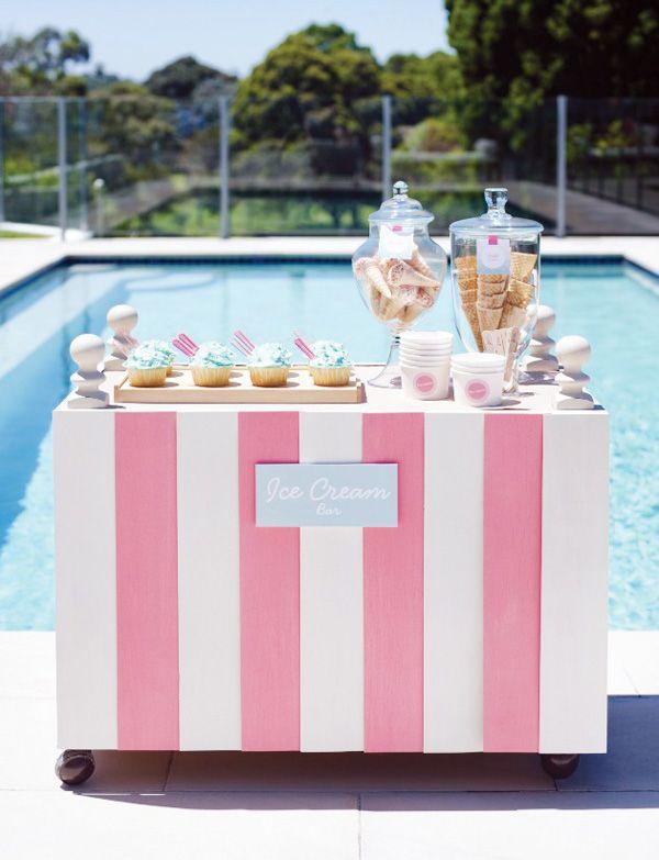 pink pool party ice cream bar Festa na piscina