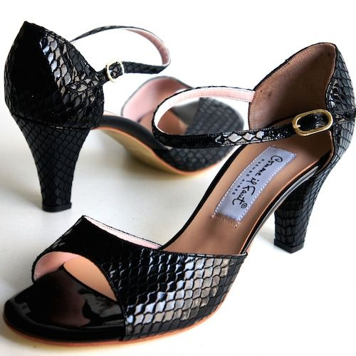 www.felinashoes.com Argentine Tango Shoes from Comme il Faut shoes. Black engraved leather. Sizes 4 (34), Size 5 (35), Size 6 (36), Size 7 (37), Size 8 (38), Size 9 (39), Size 10 (40), Size 11 (41)