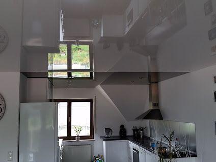 Spiegel an der Decke. Mit einer lackspanndecke von CILING