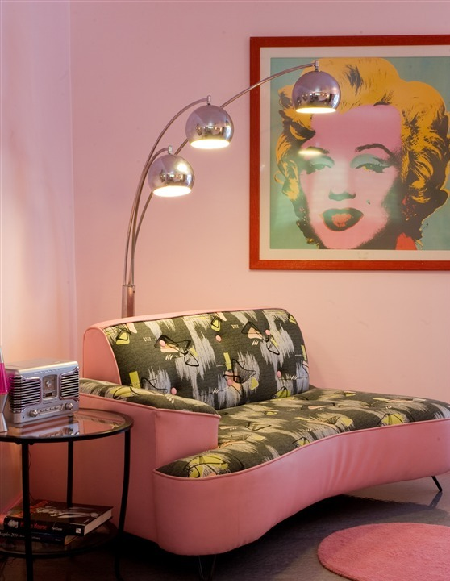 Look At This 50s Inspired Room With The Super Terrific Pop Art
