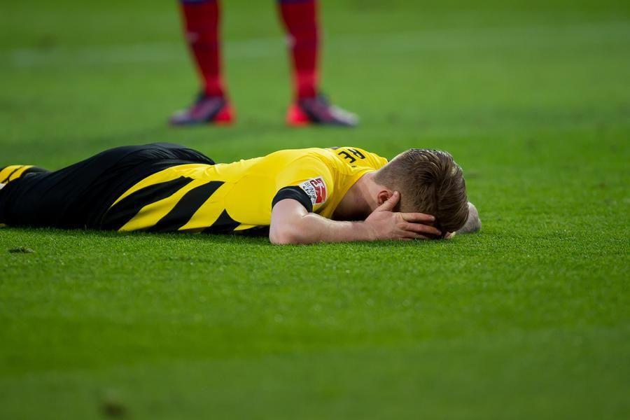 Die Bilder Zur Begegnung Bvb Gegen Bayern Munchen 27 Spieltag With Images Soccer