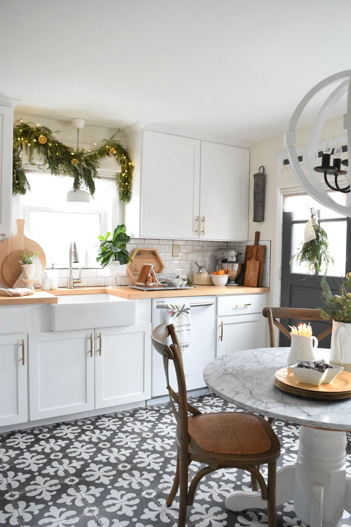 Holiday House Walk 2016 from our Connecticut Cape | Pinterest | Cozy ...