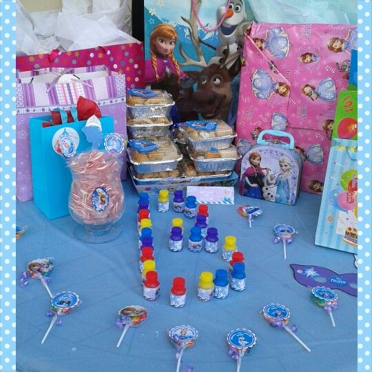 Frozen theme gift table