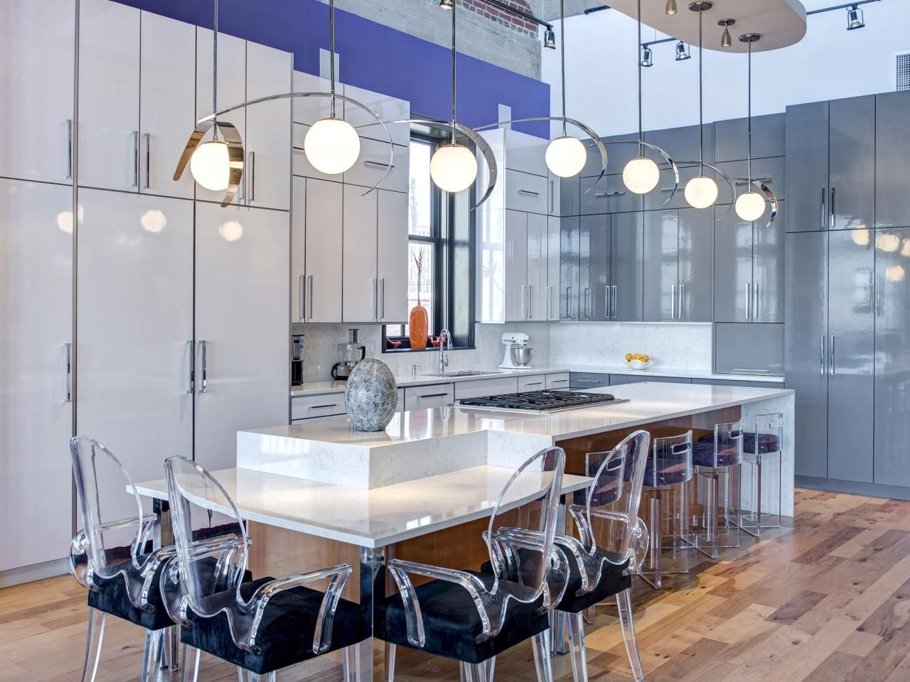 White Quartz Countertop Combined With High Gloss Cabinetry Give This Modern Kitchen A Clean Modern Kitchen Design Kitchen Design Modern White Kitchen Design