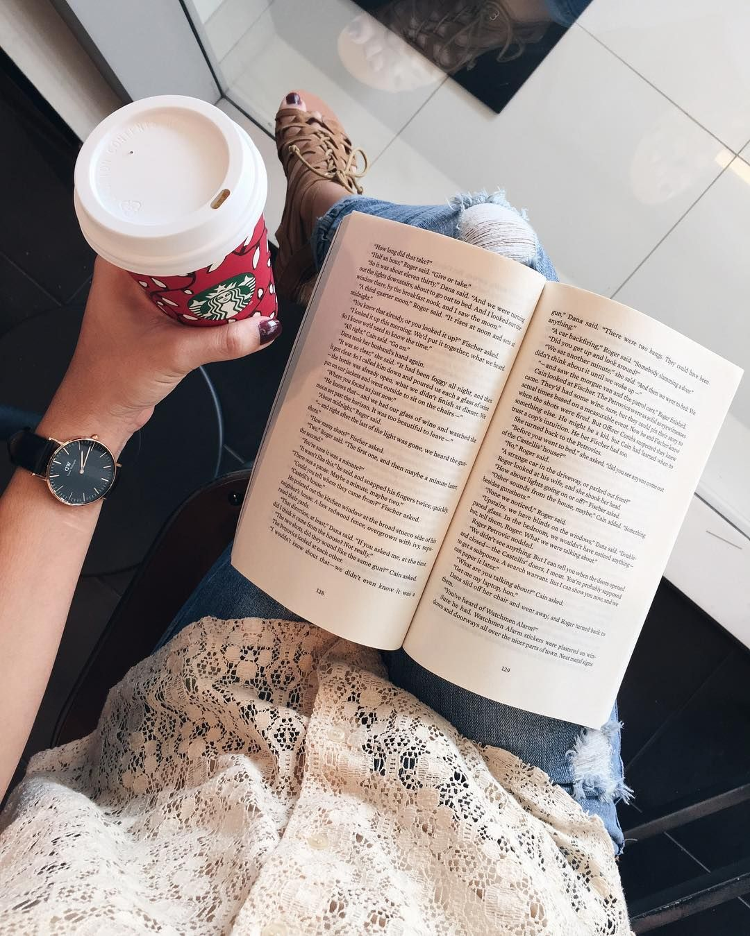 Caramel Brûlée Latte with a good fantasy book  . It's been a while since I've read a Fantasy novel so I was hesitant when I started EVER THE HUNTED but I got hooked on the story very quickly. I'm only 14% in but it's so good! . You can get 25% off on your @danielwellington watch  strap of your choice or cuff! Use my code BOOKSDW for 15% off and they have their Christmas promo of 10% off! Take advantage for those Christmas presents!  #danielwellington #DWClassicBlack #dwpickoftheday