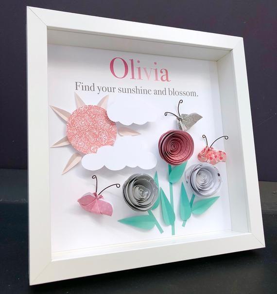 Photo of Personalisierter Babynamenrahmen mit Ursprung und Bedeutung Papier Origami Rosen, Schmetterlinge und Sonne Baby Mädchen Dusche Geschenk Kinderzimmer Dekor Wandkunst