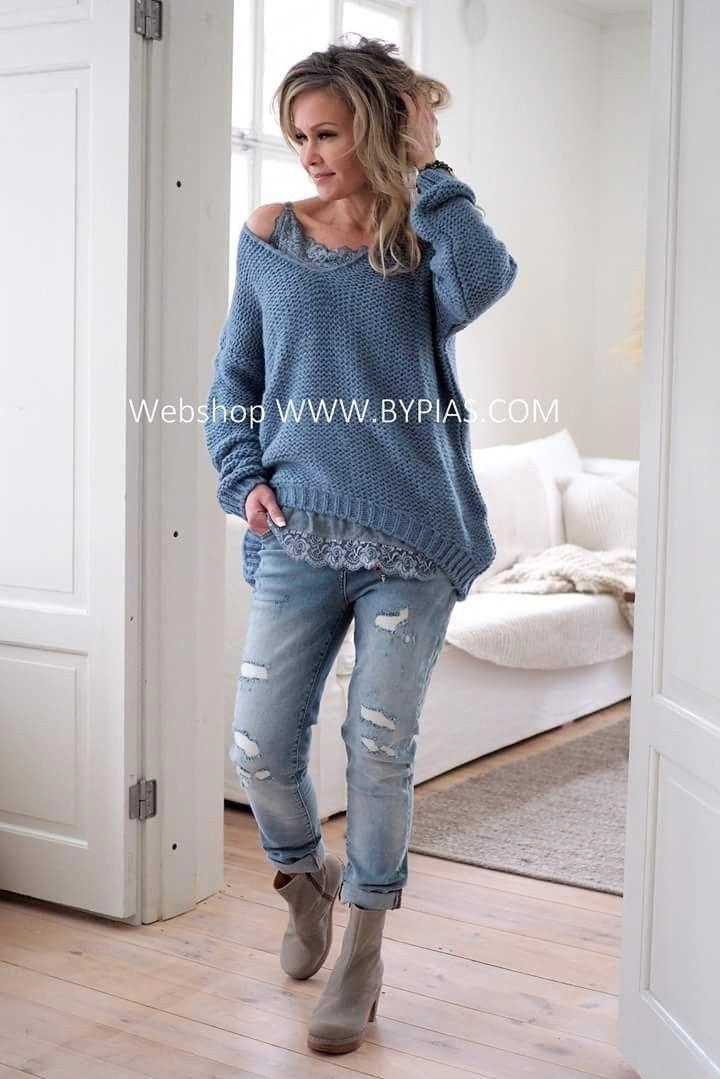 women's fashion over 40 capsule wardrobe