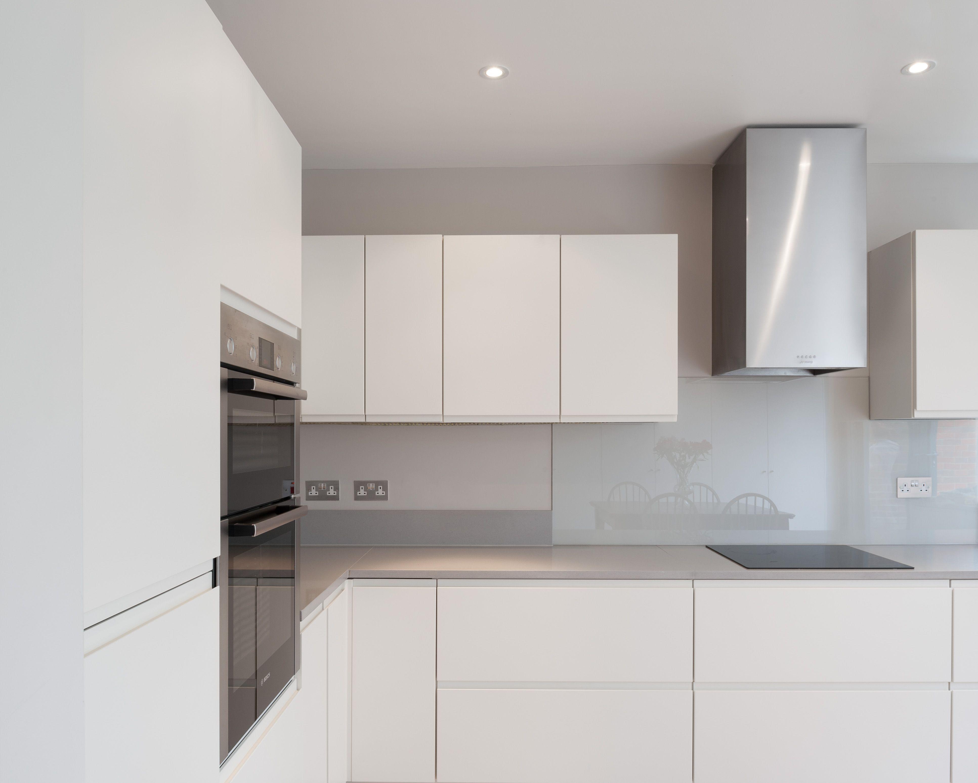 Clean Contemporary Modern Kitchen In White No Handles Contemporary Modern Kitchen Modern Kitchen Kitchen