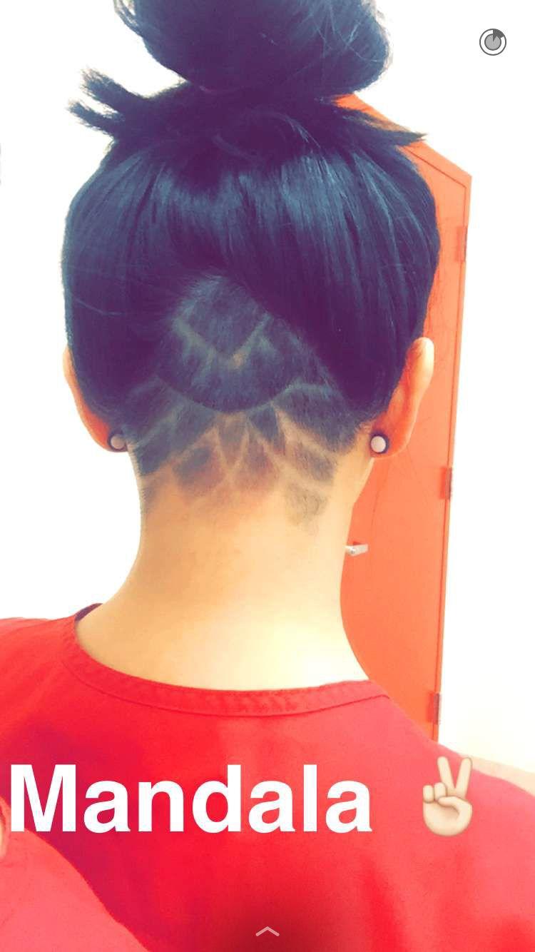 Cute mandala design on a triangular undercut Cheveux et