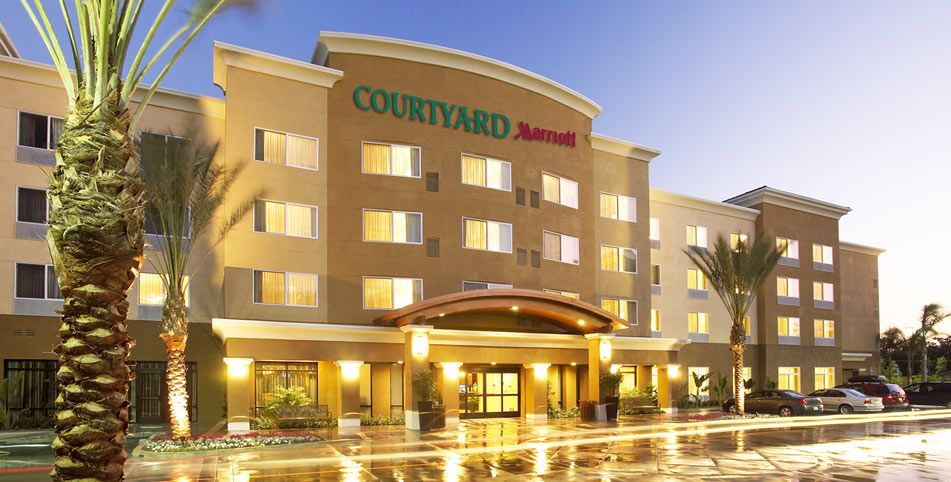 Anaheim Hotels Disneyland Courtyard Marriott Resort An Hotel Near Convention Centredog Friendly