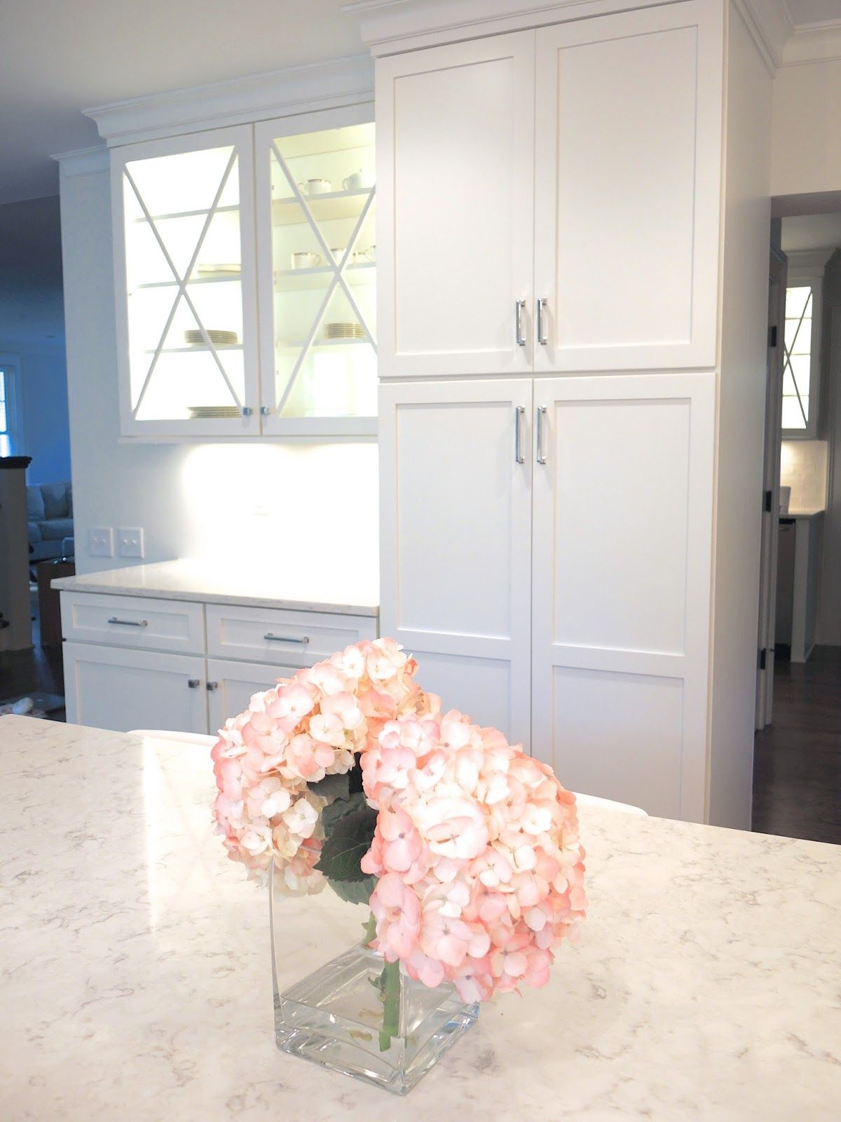 White kitchen shaker cabinets quartz countertops LG minuet ...