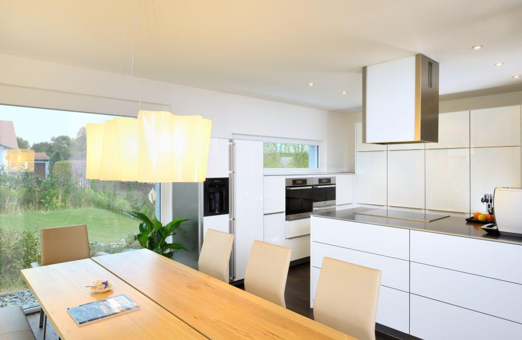 Offene Küche mit bodentiefen Fenstern im Bau-Fritz Haus Ederer - bilder für die küche