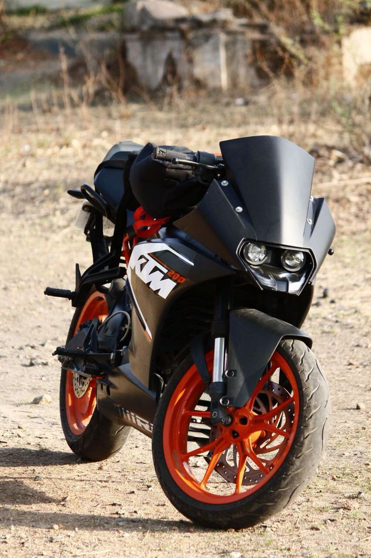 Ktm Rc 200 With Wrapped Black Visor Ktm Rc 200 Ktm Rc Ktm