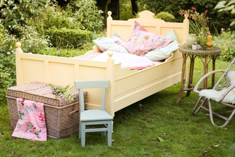 Slaapkamer Country Style : Te leuk brocante bed in hip geel slaapkamer landelijke stijl