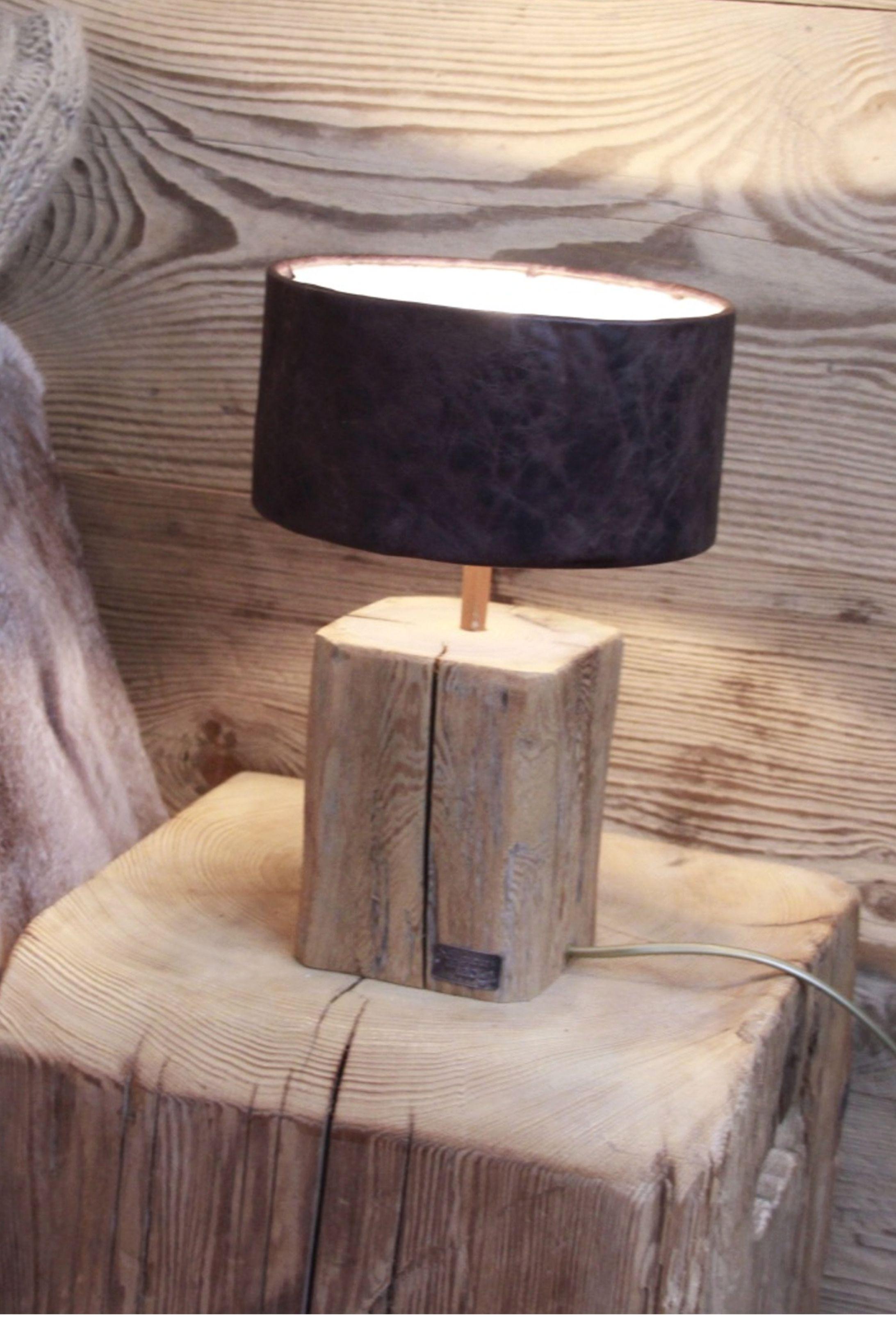 petite lampe de chevet pied vieux bois fabrication fran aise et abat jour cuir luminaire. Black Bedroom Furniture Sets. Home Design Ideas