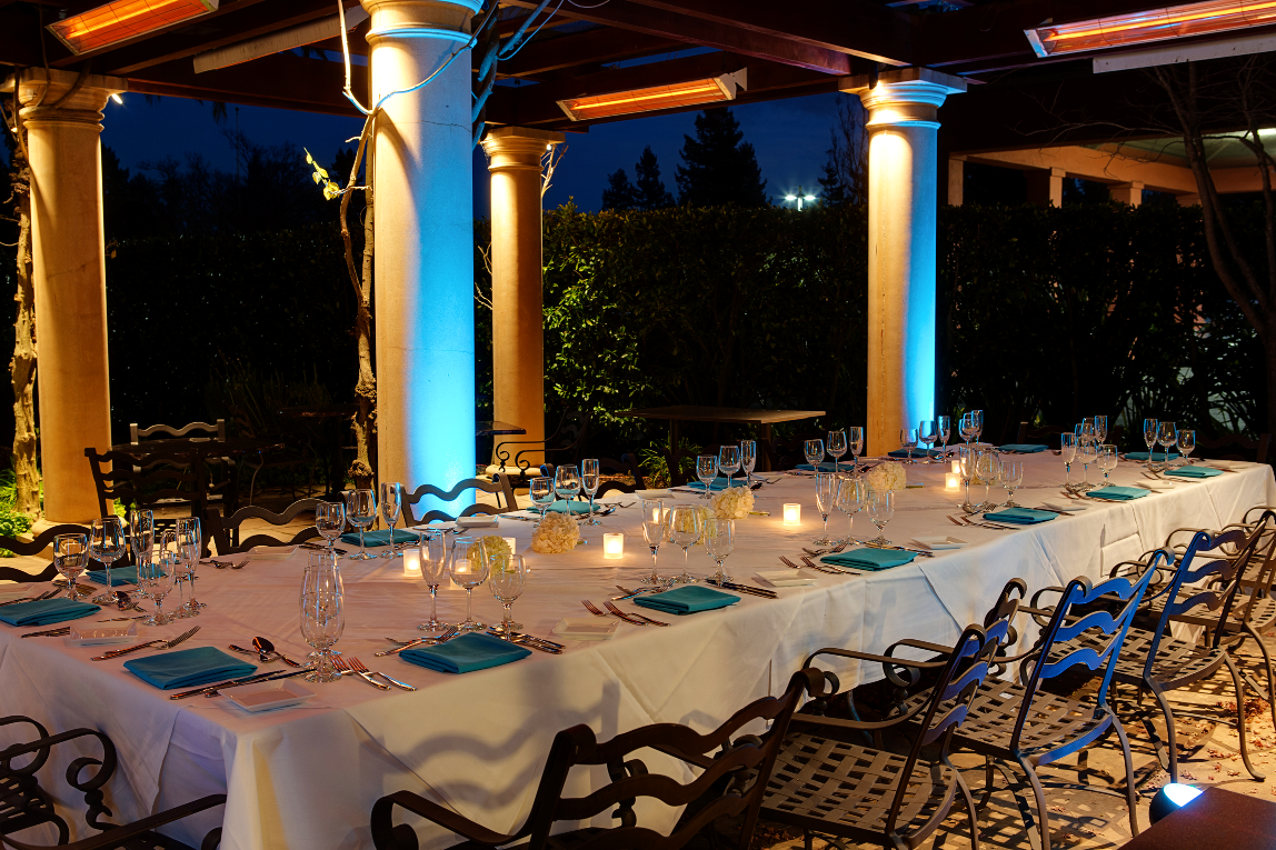 Night time dinner set up for a wedding at the DoubleTree by Hilton Sonoma Wine Country. Photo credit to MARIAH SMITH PHOTOGRAPHY.