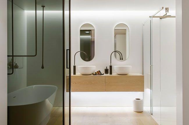 Une salle de bain contemporaine Toilet