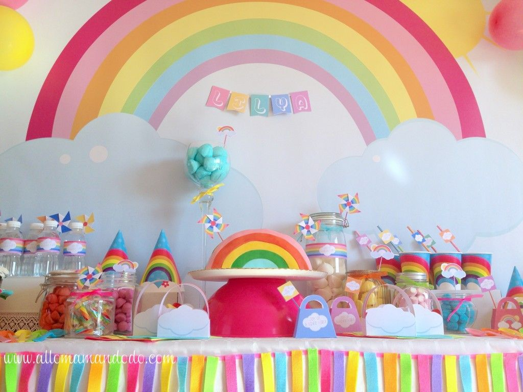 La sweet table d co d 39 anniversaire arc en ciel les for Decoration gateau licorne