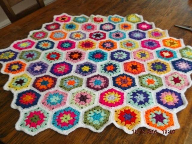 HEXIGAN Crochet Blanket and Shawl  Cuddle blanket (nannycheryl original) ID 973 £69.00