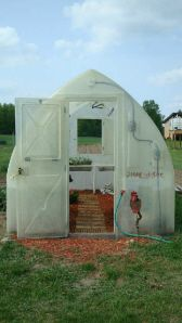 The Simply Solar Greenhouse Is A One Piece Molded Fiberglass Greenhouse Even Has Irrigation Built In Migreenho Solar Greenhouse Diy Greenhouse Unique Gardens