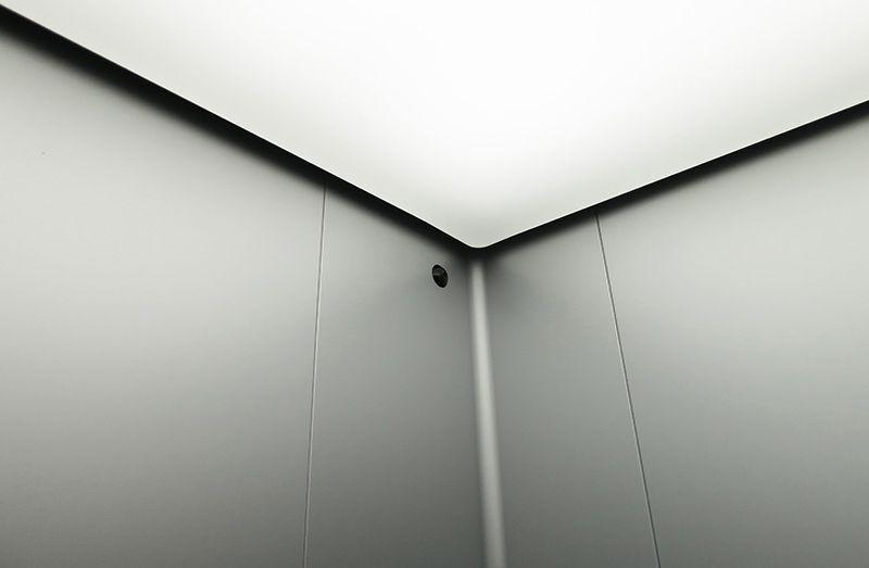圆润的角落 挑高的天花板和温暖照明 Elevator Design Design Indoor